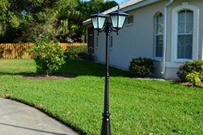 What is advantage and disadvantage for decorative solar courtyard light?