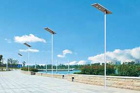 What are advantages and disadvantages for all in one solar powered street light?