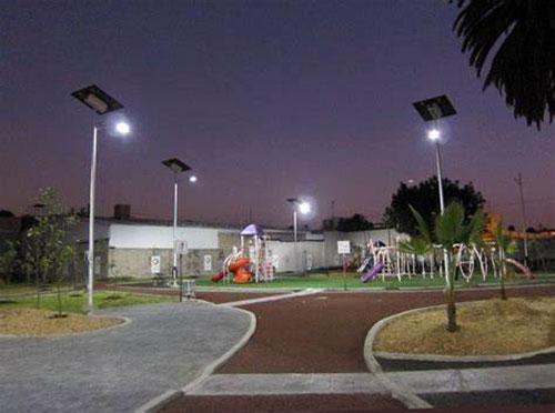 Outdoor solar landscape light